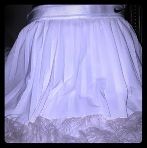 White tennis or skirt